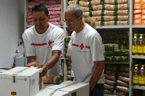cruz roja repartira alimentos   personas en situacion de pobreza en alicante alicante