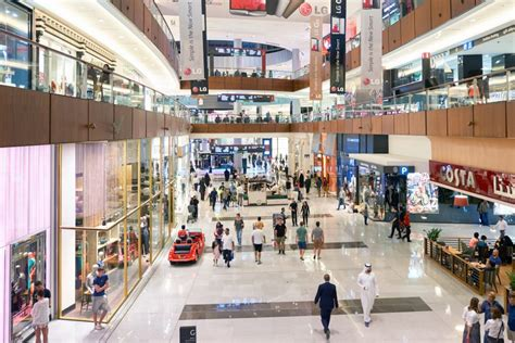 Stiker Dinding Glow In The Ap Dubai doing this in any dubai mall could get you a dhs2 000 fines in dubai