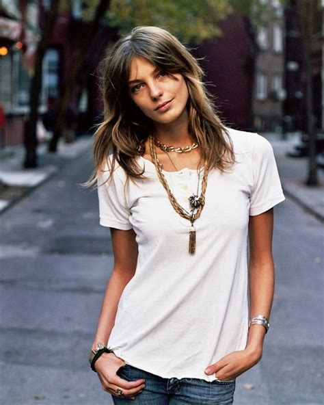 does daria werbowy has long layers in her haircut how to accessorize a plain white shirt glam radar