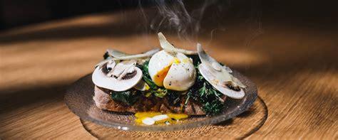 come si cucina l uovo in camicia ricette degli chef e scuola di cucina prodotti tipici