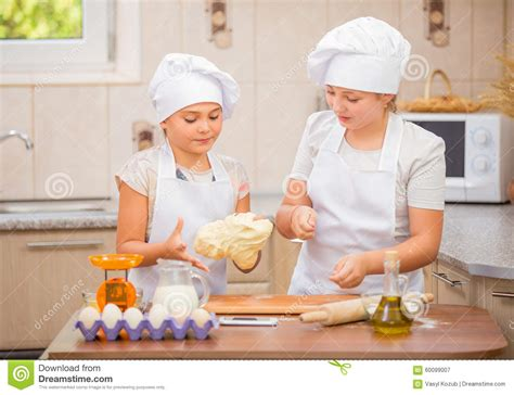 bambine che cucinano two cook stock photo image 60099007