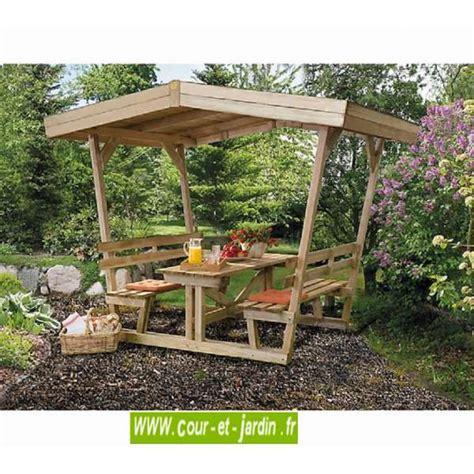 table en bois avec banc tonnelle ou pergola pour pique nique