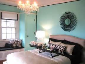 Tiffany Blue Bedroom Ideas another dramatic look created by pairing blue with black accents