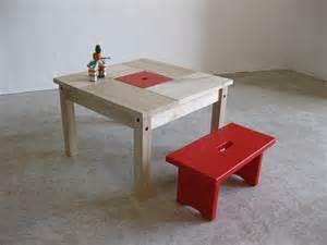 table enfant en bois avec banc et rangement