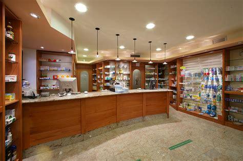elementi arredo elementi in legno con illuminazione arredo per farmacie