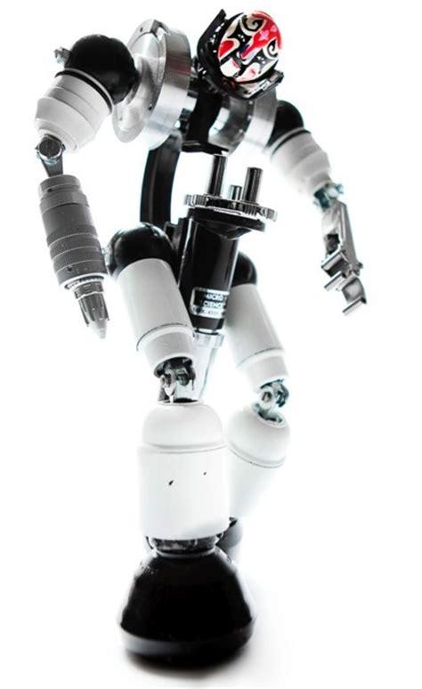 membuat robot berbicara gambar robot dari bahan bekas dwiputronugroho