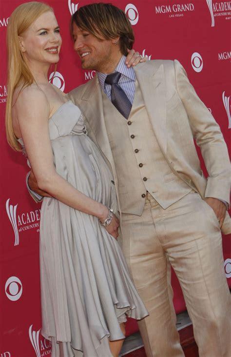 She's Pregnant? Nicole Kidman Shows Off Tiny Bump At CMAs