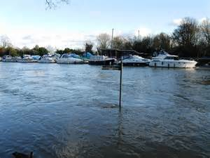 river thames update river thames in flood 169 alex mcgregor cc by sa 2 0