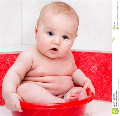 having a baby in the bathtub baby having bath stock photos image 29334593