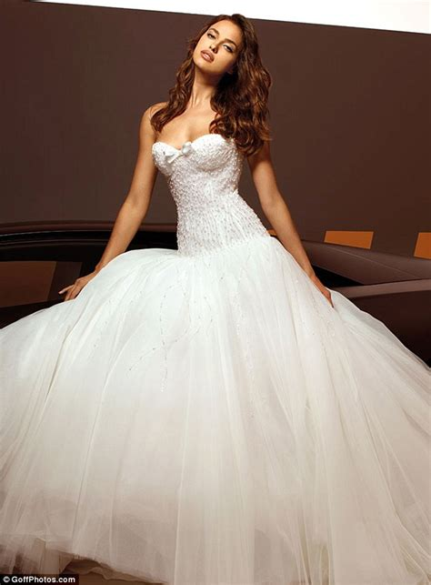 Brautkleider Modelle by Irina Shayk Models Wedding Dresses As Rumour Has It