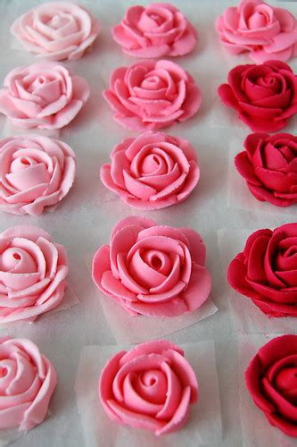 icing flowers  cakes