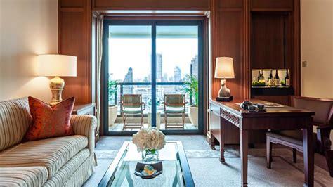 hotels with balcony rooms grand balcony room the peninsula bangkok