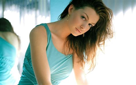 hd wallpapers for desktop of hollywood actress anne hathaway hd wallpapers