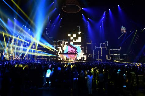 Mtv Prankster Wants To Open Pa Theater by 2016 Mtv Europe Awards Tom Kenny Lighting Design