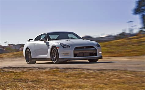 2013 nissan gtr black edition 2013 nissan gt r black edition front three quarters in