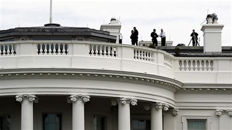 white house secrets dozens of secret service agents working at white house without clearance report