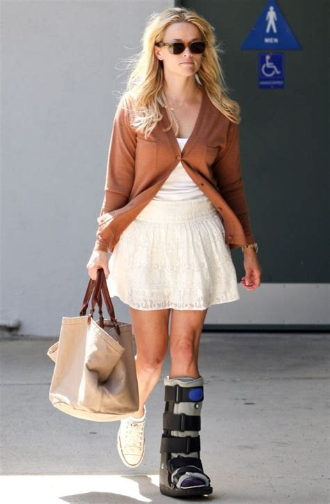 Who Would Wear My Cast Clothes by Reese Witherspoon S Leg Cast Fashion Tips
