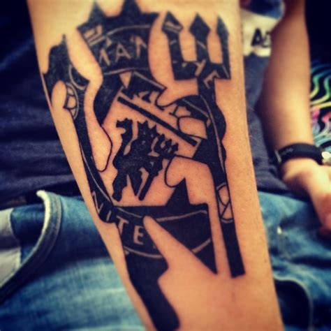 manchester united tattoo designs 50 best images about mufc tattoos on