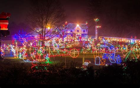 christmas light display in pennsylvania 9 pennsylvania houses with amazing decorations
