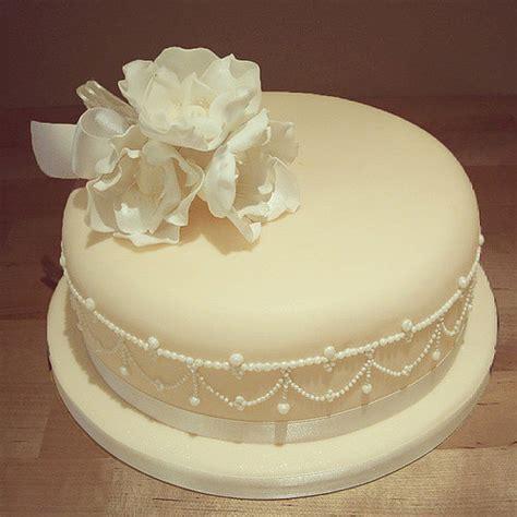 New Single Layer Wedding Cake A Single Tier Pearly Wedding Cake Design Cake Thefoxyca