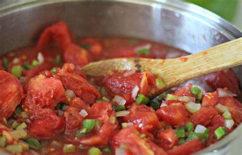 homemade spaghetti sauce with garden fresh tomatoes
