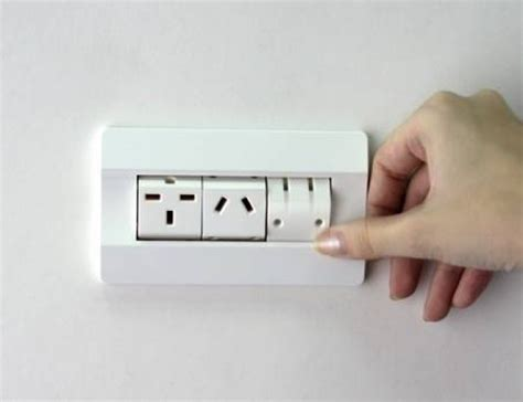 design expert plug in mysterious spinning power outlet accepts any international