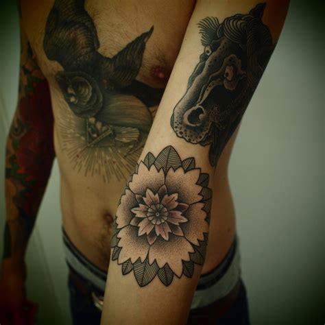 tattoo horse arm flower and black horse tattoo on arm tattoomagz