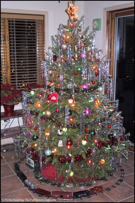 decorating a christmas tree to look old fashioned how to decorate an fashioned tree 12 ts1 us
