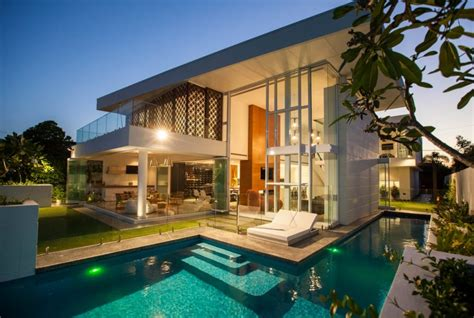 Flawless Dream Home: Two Storey Promenade Residence by BGD