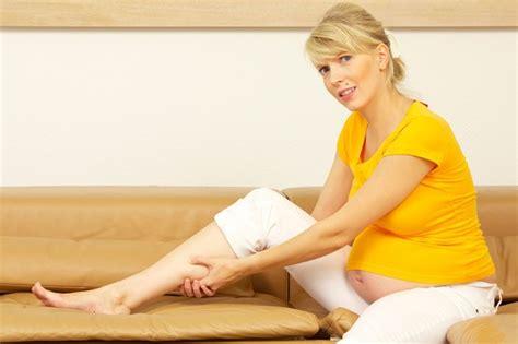 vertigini a letto cause debolezza nausea e svenimenti in gravidanza cause e