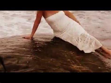 chicas en la playa youtube chica sexy en la playa youtube