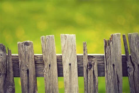 barriere de jardin en bois barri 232 re jardin prix et mod 232 les ooreka