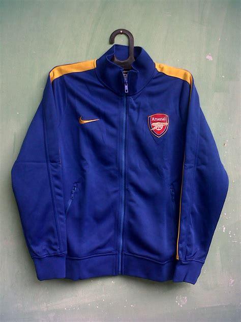 Jaket Sweater Hoodie Bola Inter Milan Gradasi Biru Putih jaket grade ori arsenal biru 13 14 brilian muda jersey