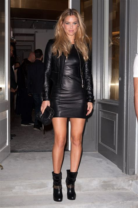 Style Bar Rafaeli by Bar Refaeli Donned A Slick Black Lbd And Glamazon Waves