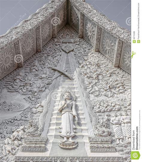 stuck auf stuck buddha auf kirchen giebel stockfoto bild 68716486