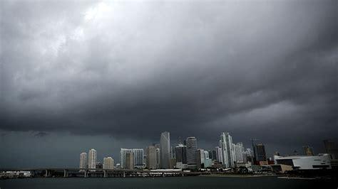 imagenes sobre miami nueve condados de florida bajo alerta de tornados mientras