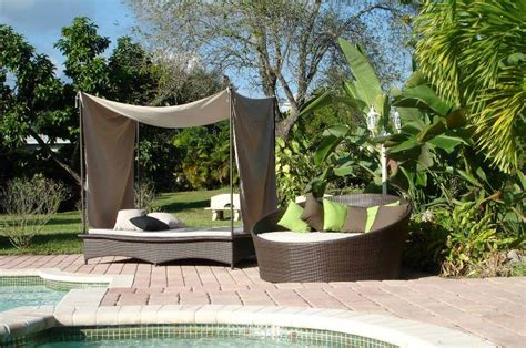 Patio and Pool Deck Furniture Synthetic Lawns of Sedona