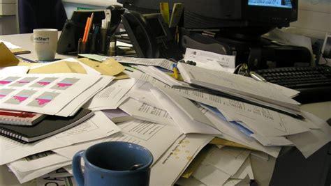 einstein scrivania la scrivania 232 in disordine tranquille siete dei geni