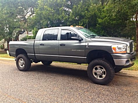 2006 Dodge 2500 Mega Cab Cummins 5.9l 4x4 NEW LIFT & TIRE