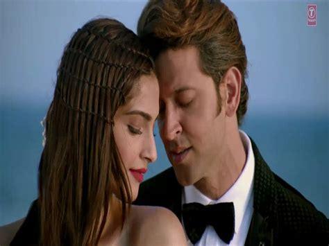 bollywood heroines romantic pics heroine sonam kapoor romance with hero hrithik roshan
