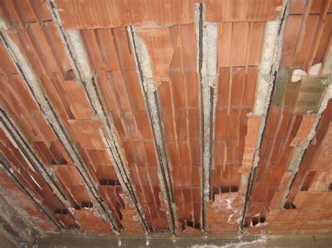 come togliere la muffa dal soffitto muffa sul soffitto perch 232 si forma e come risolvere