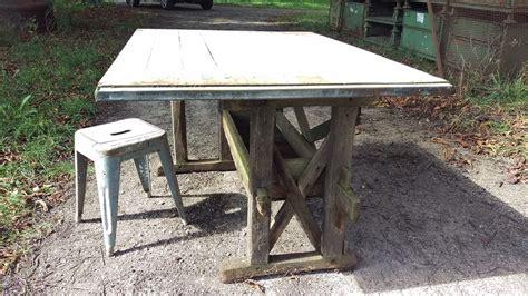 schreibtisch industriestil wir verkaufen alte tische tresen ladeneinrichtungen