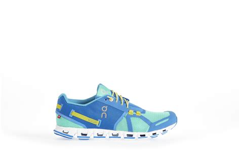 best performance running shoes on cloud wins ispo gold award for the 2015 best