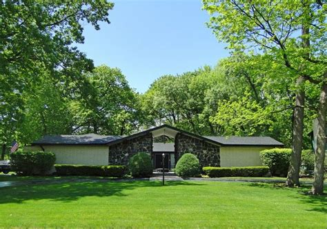 for lindsey i like u shaped homes with the court yard in the listing of the week is a retro ranch