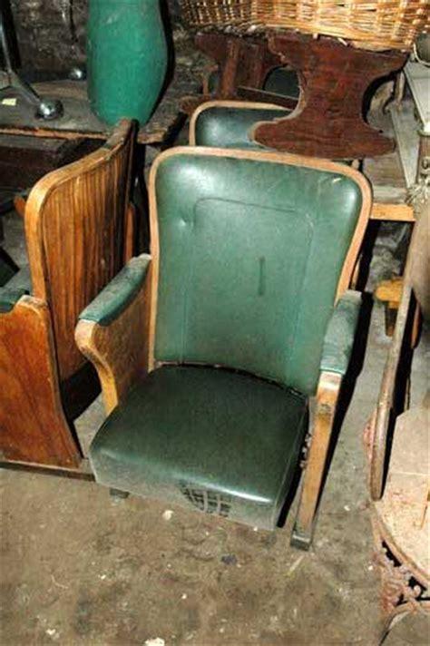 poltrone da cinema poltrona da cinema in legno e pelle verde antiquariato