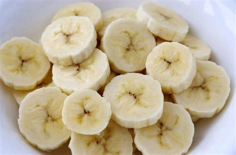 do bananas have seeds how do they reproduce