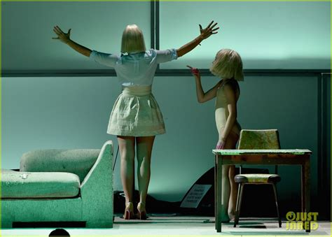 Sia Furler Chandelier Maddie Ziegler Says Sia Helped Feel Comfortable In Own Skin Photo 1030977 Photo