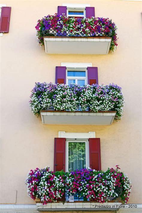fioriere per davanzale finestra un balcone fiorito 15 magnifici esempi da cui trarre