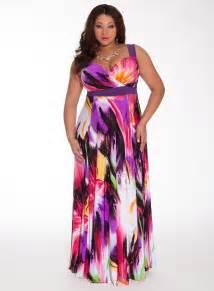 Suitable plus size maxi dresses for plus size women