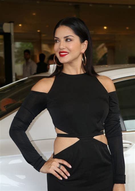 bollywood actress black dress bollywood actress sunny leone hot legs in black dress
